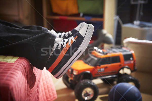 Nuevos entrenadores cama zapatos Foto stock © ABBPhoto
