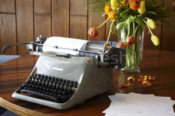 старые машинку таблице натюрморт цветы древесины Сток-фото © ABBPhoto