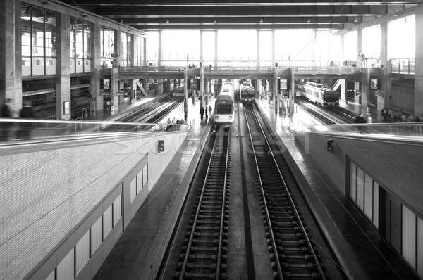 Gare trains blanc noir ville technologie trafic Photo stock © ABBPhoto