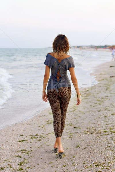 Aranyos lány nedves ruházat sétál tengerpart Stock fotó © acidgrey