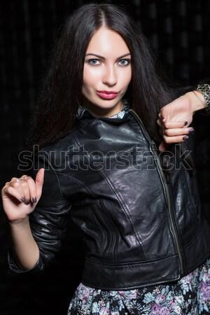 Retrato jóvenes mujer posando chaqueta de cuero Foto stock © acidgrey