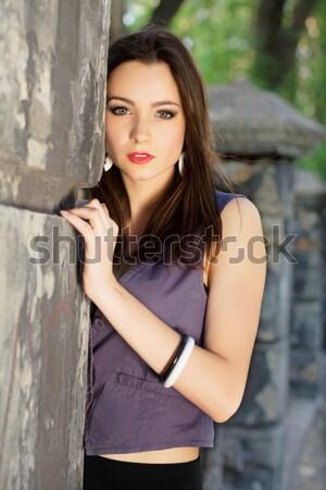 Zamyślony młodych brunetka portret stwarzające Zdjęcia stock © acidgrey