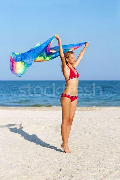 ストックフォト: 夢のような · 十代の少女 · 立って · ビーチ · 女性 · 空