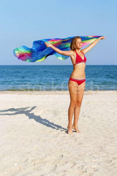 álomszerű aranyos tinilány áll tengerpart nő Stock fotó © acidgrey