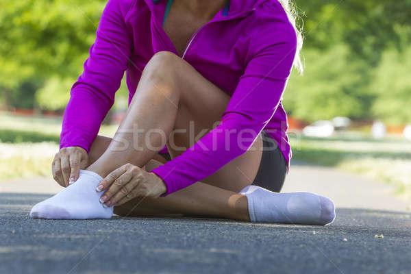 женщины спортсмена Runner осуществлять улице рук Сток-фото © actionsports
