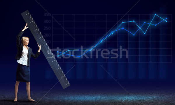 Nő vonalzó fiatal üzletasszony mér valami Stock fotó © adam121