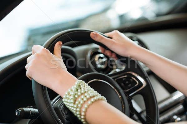рук колесо Новый автомобиль выставочный зал девушки Сток-фото © adam121
