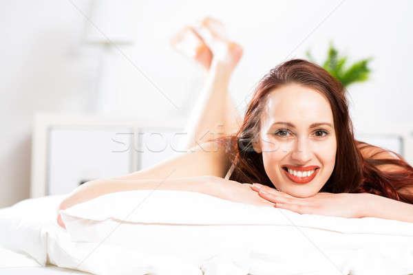 Portré fiatal nő hálószoba mosoly háttér ágy Stock fotó © adam121