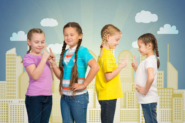 Mała grupa dziewcząt stoją rząd ręce uśmiech Zdjęcia stock © adam121