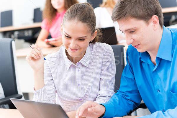 Stockfoto: Studenten · samen · bespreken · college · naar