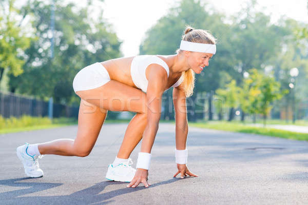 Atléta kezdet fiatal nő futó szabadtér áll Stock fotó © adam121