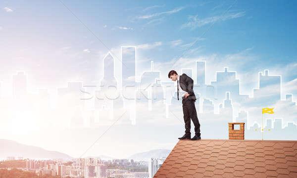 Işadamı aşağı bakıyor çatı modern Cityscape karışık Stok fotoğraf © adam121