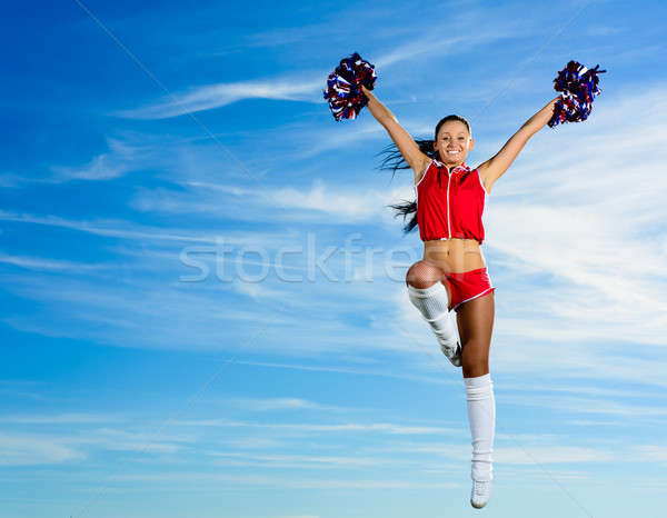 Jeunes cheerleader rouge costume sautant ciel bleu Photo stock © adam121
