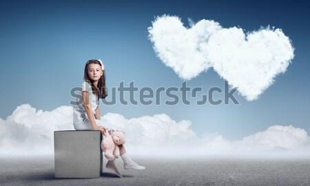 Jóvenes mujer de negocios maleta aerosol globo negocios Foto stock © adam121