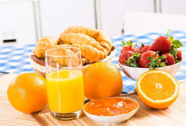 Temprano desayuno jugo croissants atasco naturaleza muerta Foto stock © adam121