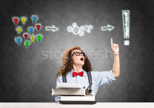 Nina escritor jóvenes escribiendo máquina Foto stock © adam121