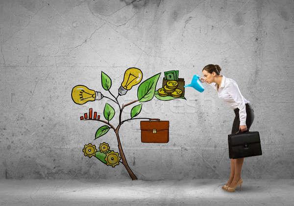 Gyártmány jövedelem nő fiatal üzletasszony beton Stock fotó © adam121