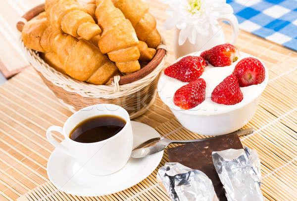 Континентальный завтрак кофе клубника кремом круассан фрукты Сток-фото © adam121