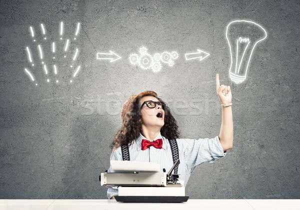 Menina escritor jovem datilografia máquina Foto stock © adam121