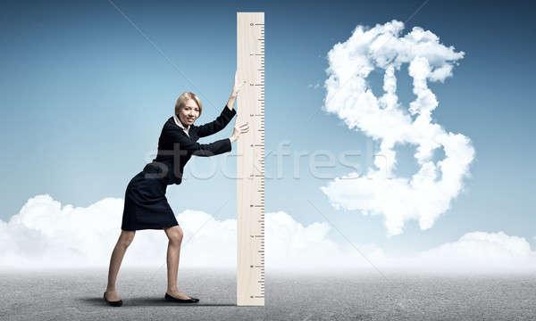 Kobieta władcy młodych kobieta interesu znak dolara Zdjęcia stock © adam121