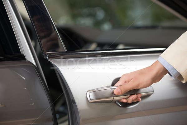 Машины дверь