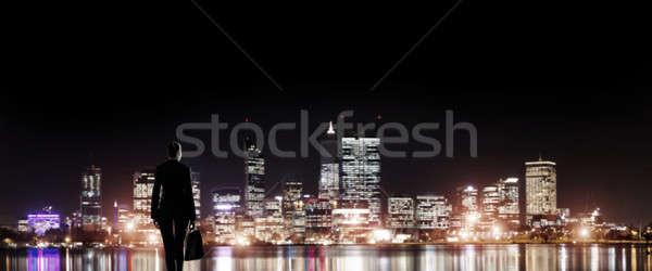 Zakenvrouw nacht stad permanente Maakt een reservekopie Stockfoto © adam121