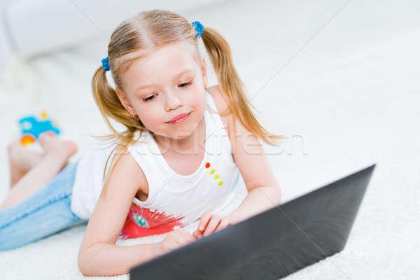 Mooie meisje werken laptop woonkamer business Stockfoto © adam121