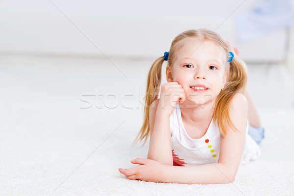 Stockfoto: Portret · cute · meisje · vloer · woonkamer