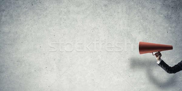 Hand zakenvrouw Rood papier trompet Stockfoto © adam121