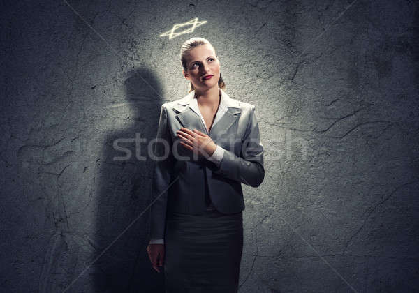 Rezando mujer de negocios jóvenes halo Foto stock © adam121