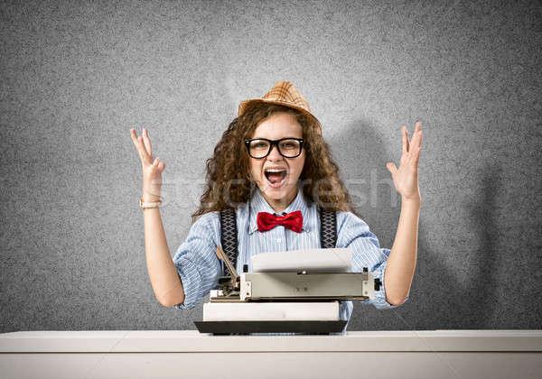 Kadın yazar genç güzel kadın yazarak makine Stok fotoğraf © adam121