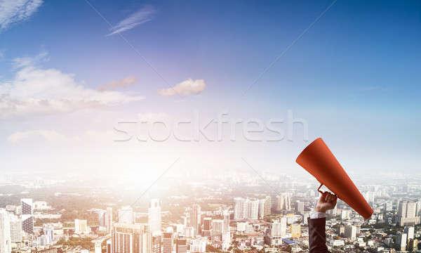 El işkadını kırmızı kâğıt trompet Stok fotoğraf © adam121