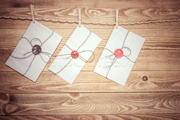 ストックフォト: メール · 封筒 · ロープ · 絞首刑 · 木製 · 紙