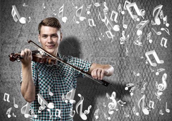 Homem violinista moço casual cimento jogar Foto stock © adam121
