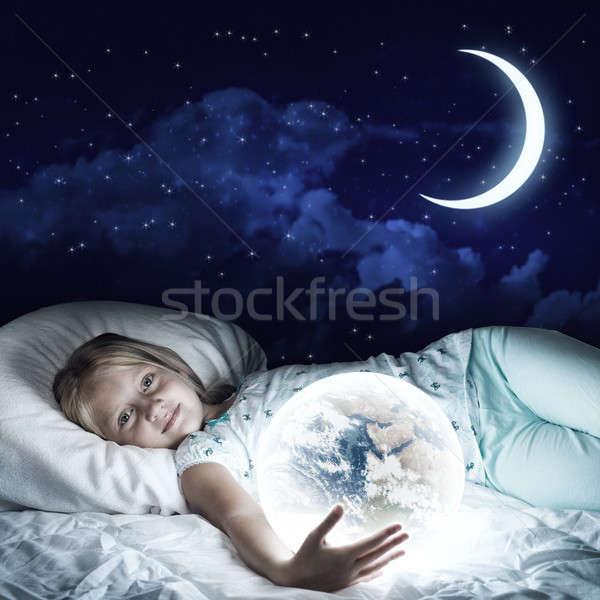 Kız yatak dünya sevimli bakıyor Stok fotoğraf © adam121