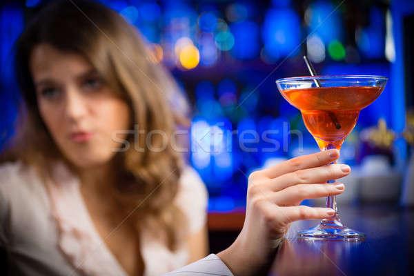 Mãos martini glass em vermelho Foto stock © adam121