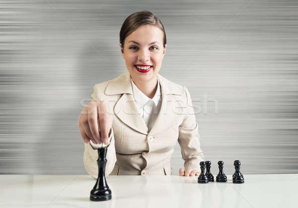 Estrategia de negocios jóvenes bastante mujer de negocios sesión mesa Foto stock © adam121