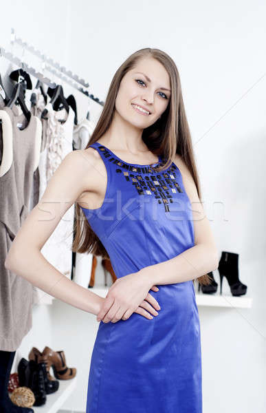 Fiatal nő bevásárlóközpont vásárol ruházat fiatal gyönyörű nő Stock fotó © adam121