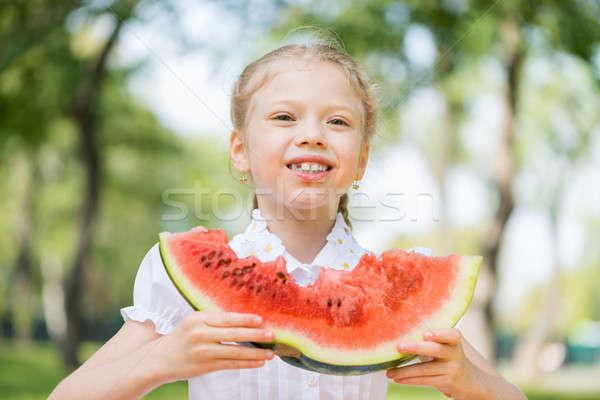 Kid watermeloen plakje cute meisje vergadering Stockfoto © adam121