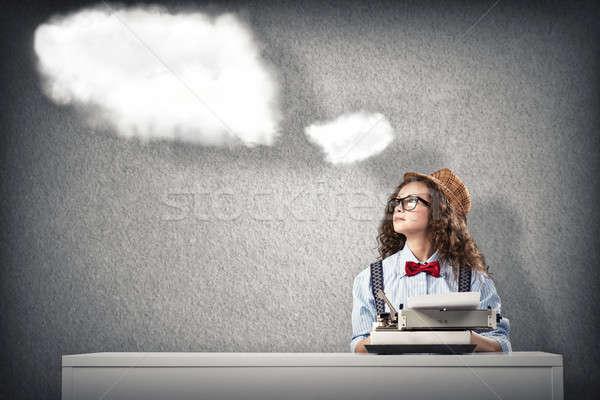 Kobieta pisarz obraz młoda kobieta tabeli maszyny do pisania Zdjęcia stock © adam121