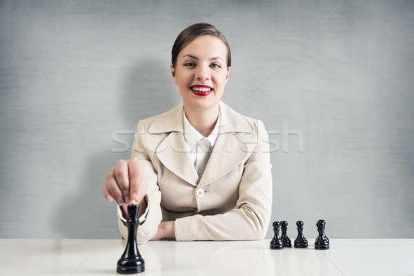 Geschäftsstrategie jungen ziemlich Geschäftsfrau Sitzung Tabelle Stock foto © adam121