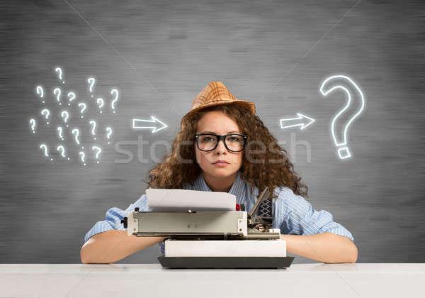 Nina escritor jóvenes bastante escribiendo máquina Foto stock © adam121