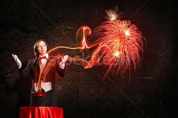 Goochelaar magie uit hoed af Stockfoto © adam121
