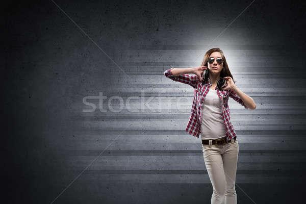 Müzik genç genç kız gömlek Stok fotoğraf © adam121