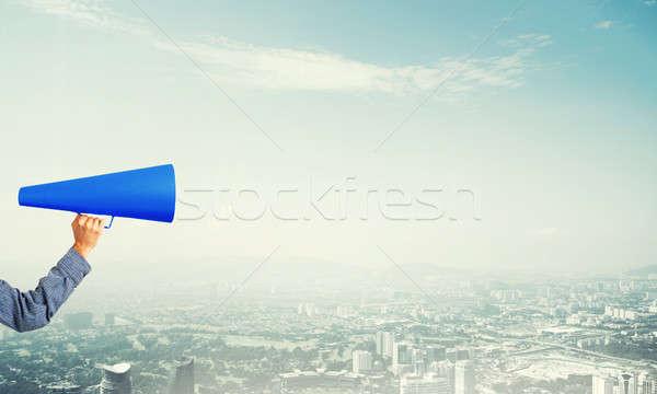 El kadın mavi kâğıt trompet Stok fotoğraf © adam121