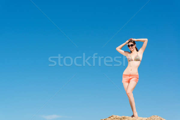 Piękna kobieta broni Błękitne niebo dobre czasu niebo Zdjęcia stock © adam121