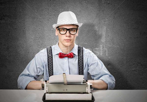 Mann Schriftsteller junger Mann eingeben Maschine warten Stock foto © adam121