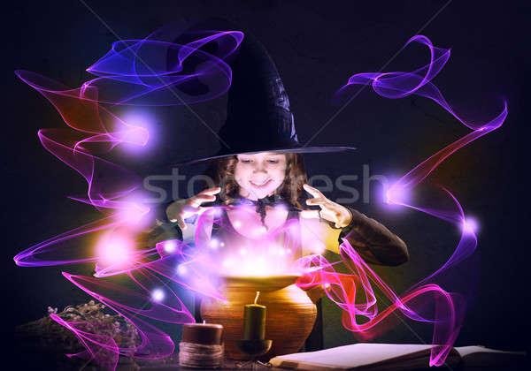 Küçük cadı halloween okuma büyü kitap Stok fotoğraf © adam121