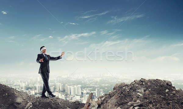 Foto stock: Jovem · empresário · caminhada · cityscape · risco