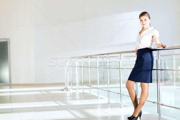 üzletasszony áll lobbi iroda korlát erkély Stock fotó © adam121
